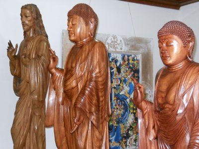 Equal Opportunity woodcarving, Bali