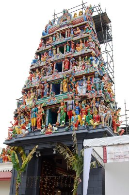 Sri Mariamman Temple in Chinatown, Singapore_2