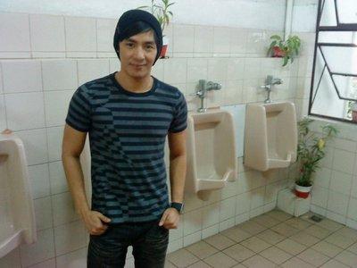urinals1.jpg