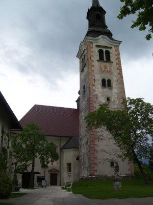 Church_on_..ke_Bled.jpg