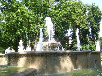 Fountain__..wn_Pecs.jpg
