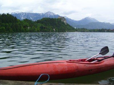 Kayak_on_the_lake.jpg