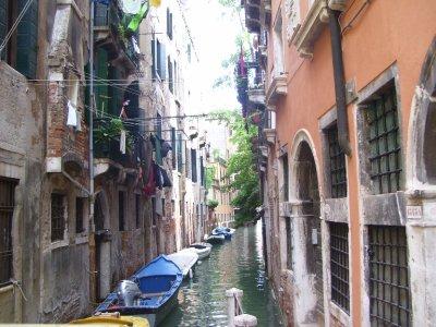 Small_canal__Venice.jpg