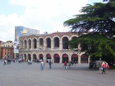 Verona_amphitheatre.jpg