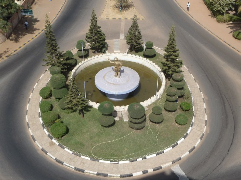 Roundabout near Arch 22