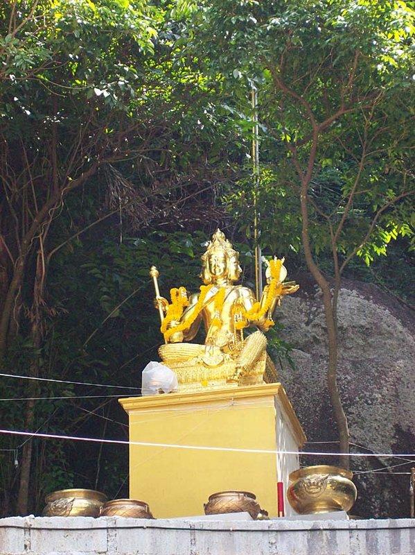 thong nai pan statue