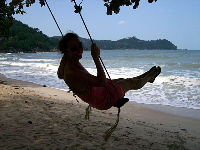 thong nai pan sarah swing