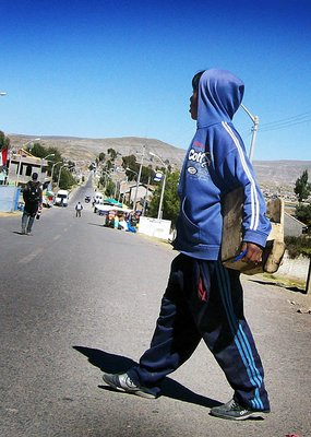 bolivia peru border shoeshineboy