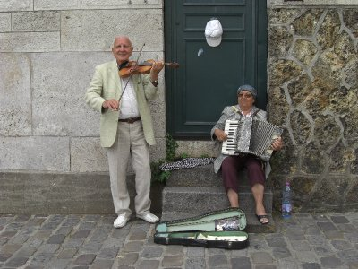 Buskers at Sacre Cuore Paris