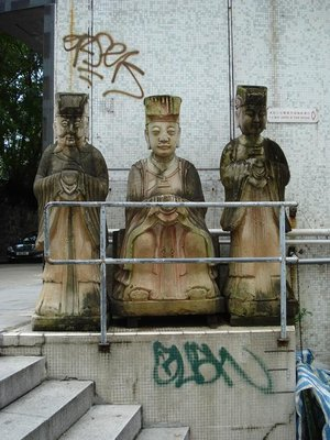 Hkong statues