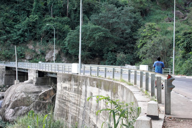 Diyaluma Falls Bridge
