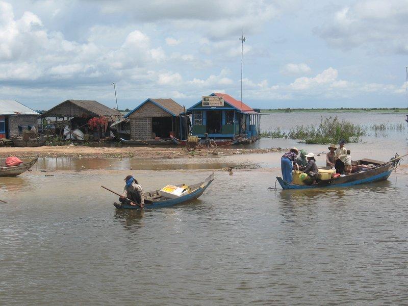 Boat trip: Phnom Penh to Siem Reap