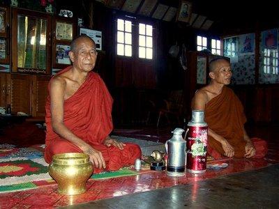 Theevisite bij monniken