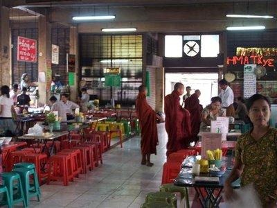 Lokale eetstalletjes en monniken