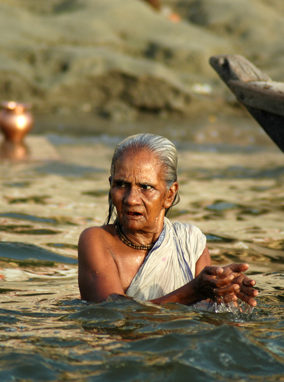 varanasi bathing 