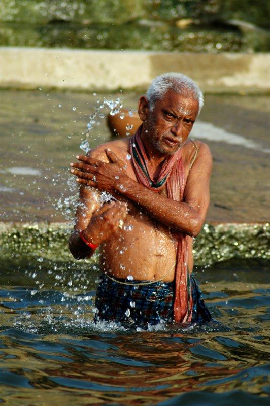 varanasi ganges river bathing (Bihar, India ...