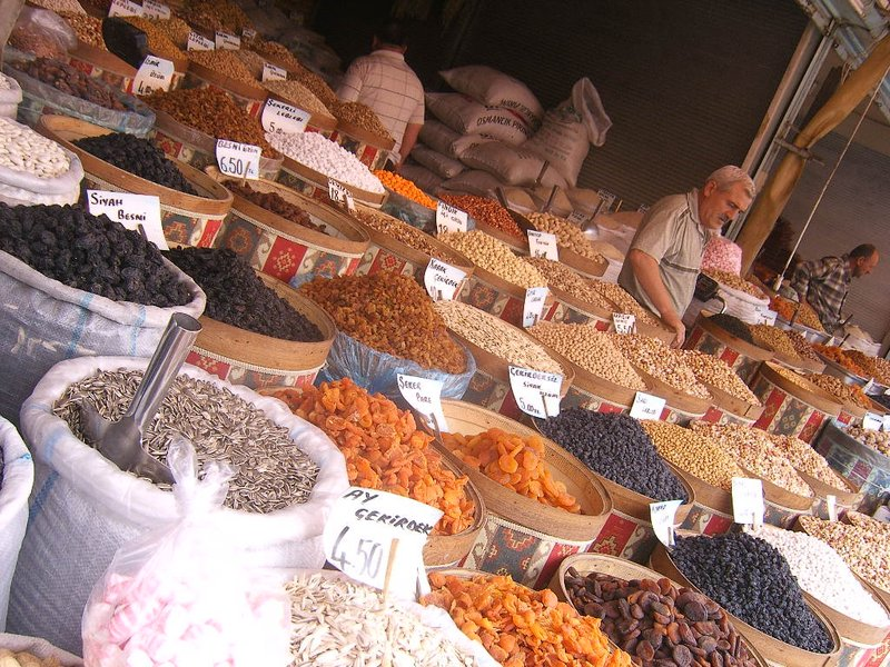Dried fruits and nuts in Turkey