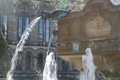 A fountain at Manchester City Hall