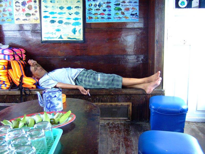 sleeping boat driver, nha trang