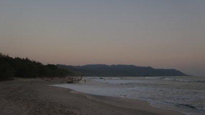 Nach Sonnenuntergang am Strand von Santa Teresa