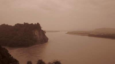 Blick auf den Minjang-Fluss am Giant Buddha von Leshan