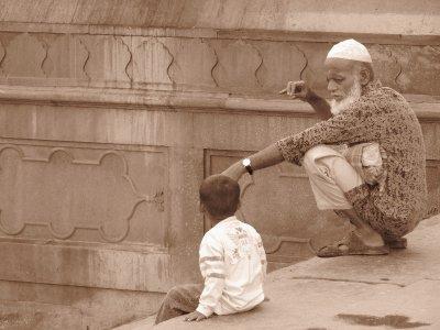 Alt und Jung an der Jama Masjid