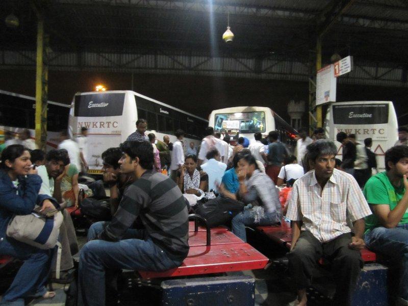 Warten am Bangalore Busterminal