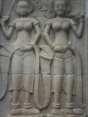 Angkor_Car..tanding.jpg