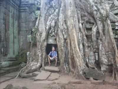 Angkor_TaProhmFabDoor.jpg