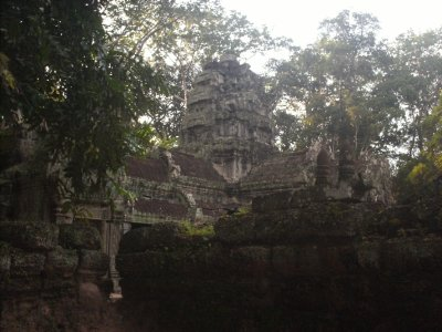 Angkor_TaProhmMiddle2.jpg