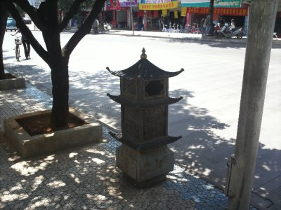 Lijiang_Trashbasket.jpg