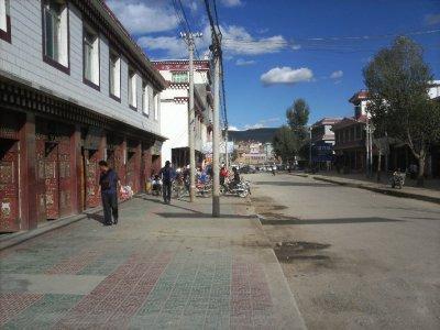 Litang_Street.jpg