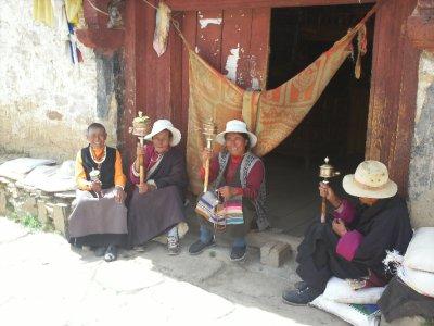 Litang_TibetanWomen.jpg