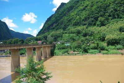 NongKhiaw_Bridge.jpg