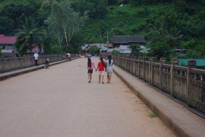 NongKhiaw_Locals.jpg