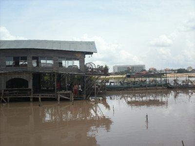 PhnomPenh_Lakeside.jpg