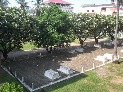 PhnomPenh_S21Graves.jpg