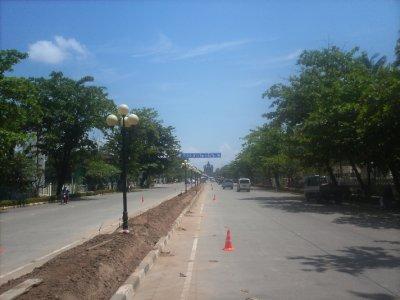 Vientiane_MainRoad.jpg