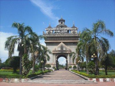 Vientiane_VictoryGate.jpg