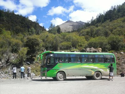 Zhongdian_Bus.jpg