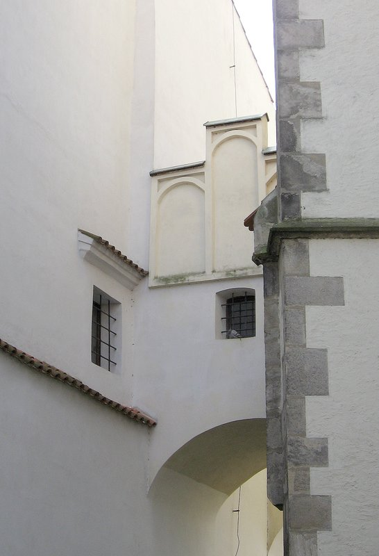 The white archway