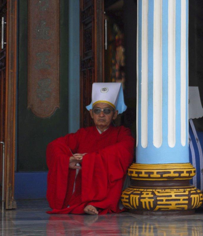 cao daist monk in red