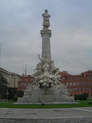 Statue in BA, Casa Rosada in background