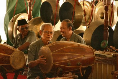 Gamelan players