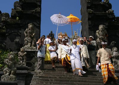 Hindu procession at Pura Besakih