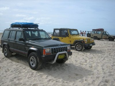Fraser Island: Jeeps on beach