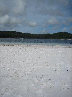 Fraser Island: Lake Birrabeen beach
