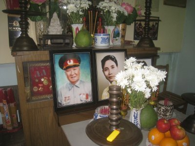 Artifacts at Veit Cong meeting house