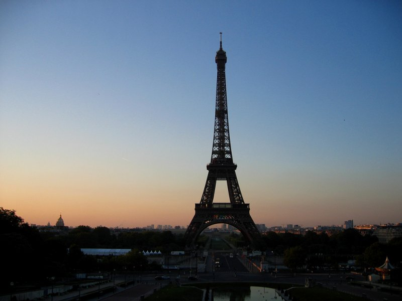 Parisian sunrise over la Tour Eiffel