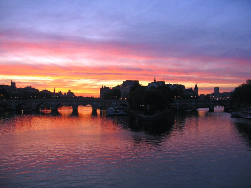 Sunrise at Île de la Cité